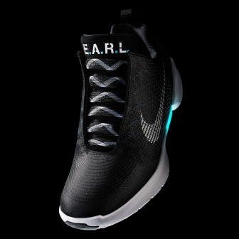 Nike ส่ง Sneaker รุ่น HyperAdapt 1.0 รองเท้ารุ่นแรกจาก Nike ที่ทำงานด้วยแบตเตอรี่