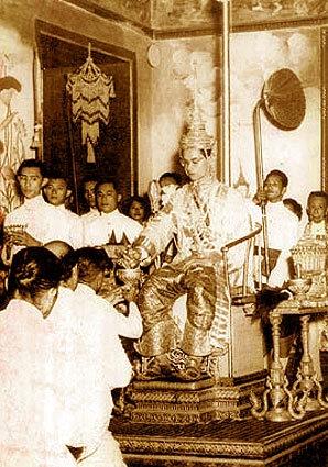 พระราชประวัติ พระบาทสมเด็จพระปรมินทรมหาภูมิพลอดุลยเดช โดยสังเขป